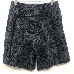 Lululemon Geometric Black Gray RARE Shorts M